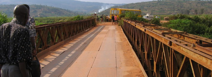 Pont_metallique_sur_la_riviere_Nyabarongo